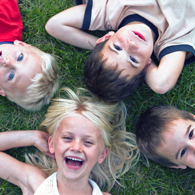 Urbandale Lawn Solutions 515-771-7674 picture of kids on lawn